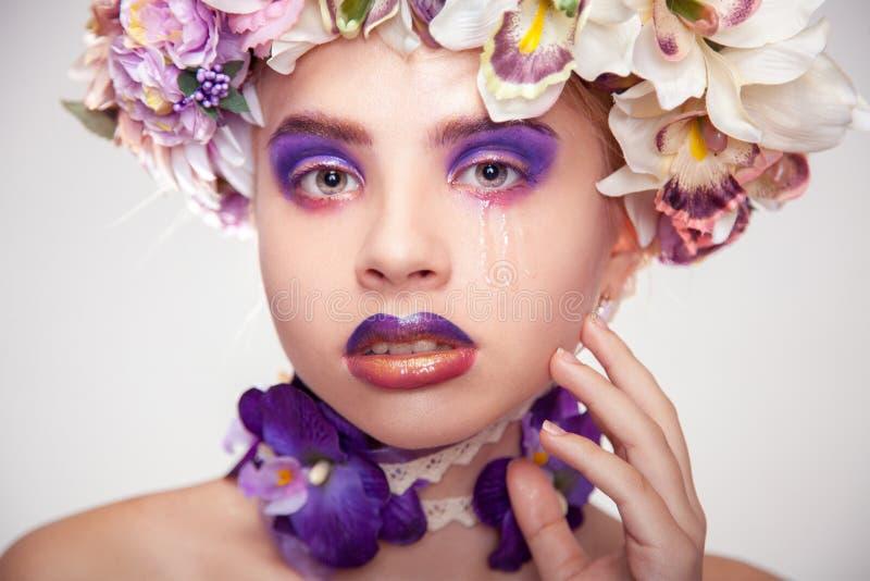 Retrato elegante do grito triste da jovem mulher foto de stock royalty free