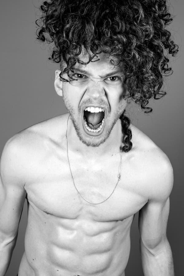 Retrato em topless novo do estúdio do homem fotos de stock