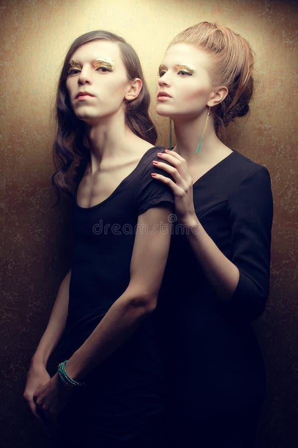 Retrato emotivo de um par elegante bonito fotos de stock royalty free