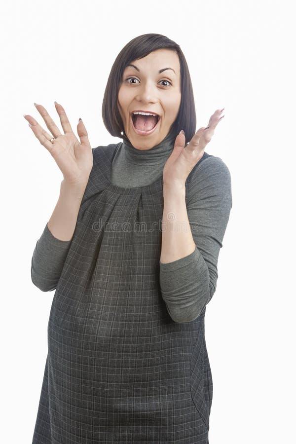 Retrato engraçado da mulher caucasiano grávida feliz que exclama e imagem de stock royalty free