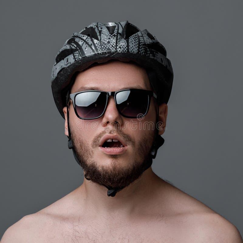 Retrato engraçado do ciclista imagem de stock