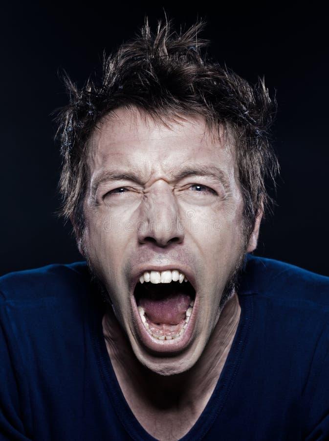 Retrato engraçado do homem que grita foto de stock