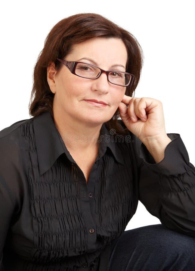 Retrato envelhecido médio da mulher foto de stock royalty free