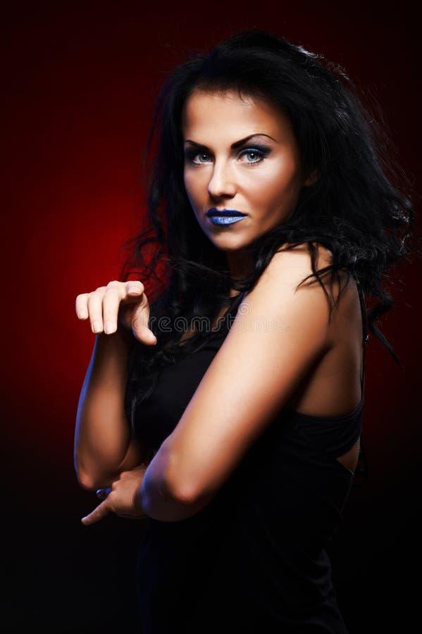 Retrato escuro da mulher nova fotos de stock royalty free