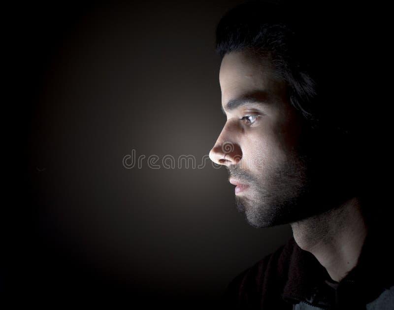 Retrato escuro de uma cara no perfil fotografia de stock royalty free