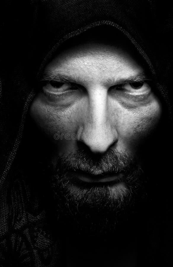 Retrato escuro do homem sinistro mau assustador imagem de stock
