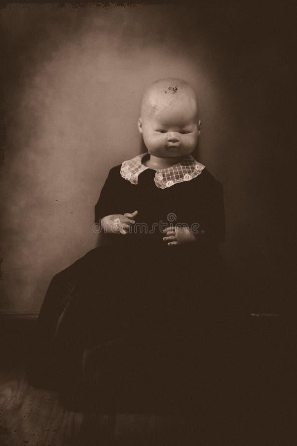 Retrato espeluznante de la muñeca foto de archivo libre de regalías