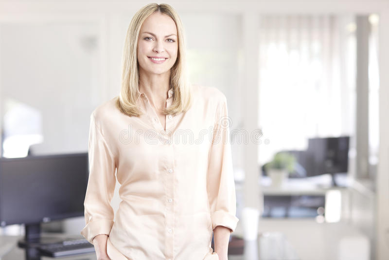 Retrato executivo da mulher de negócios imagem de stock