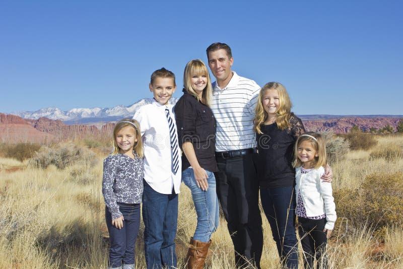 Retrato exterior da família fotos de stock