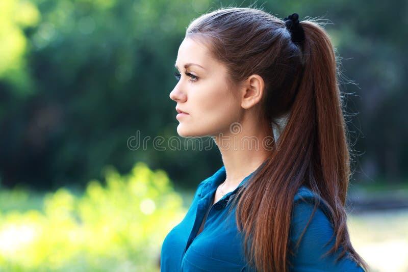 Retrato exterior da mulher fotos de stock