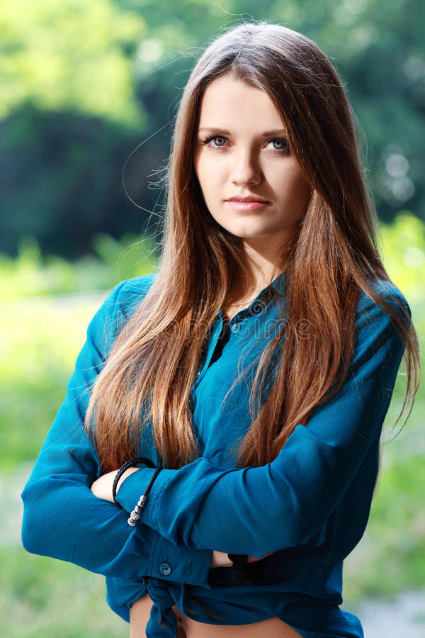 Retrato exterior da mulher imagem de stock royalty free
