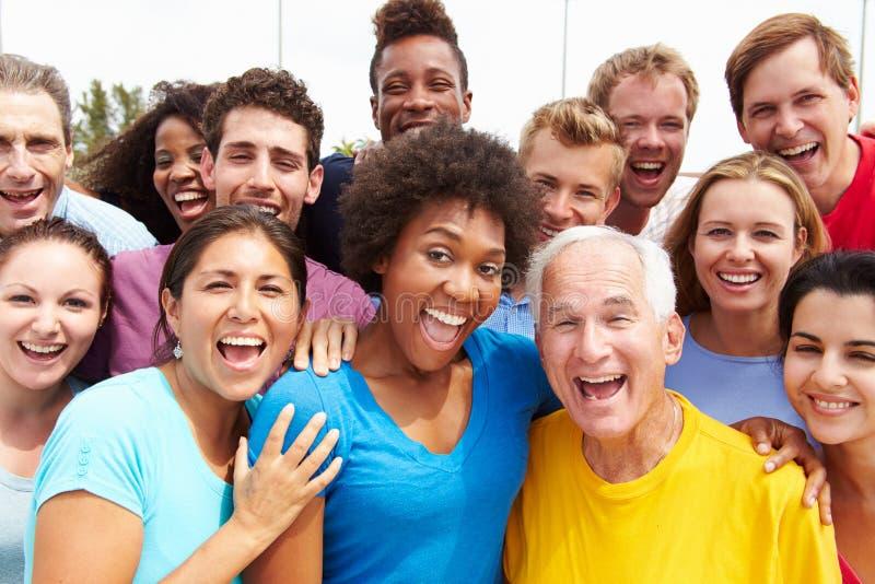 Retrato exterior da multidão Multi-étnica imagens de stock royalty free