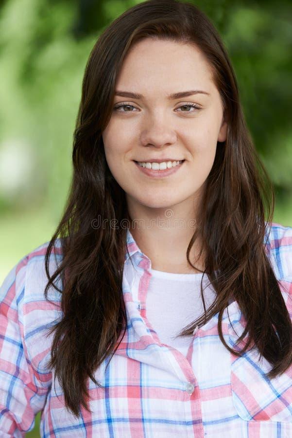 Retrato exterior do adolescente no parque foto de stock royalty free