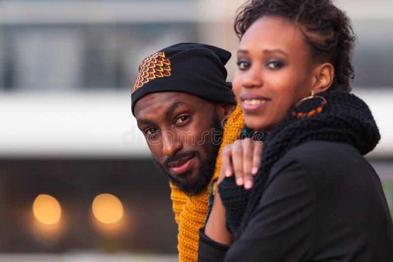 Retrato exterior dos adolescentes afro-americanos foto de stock