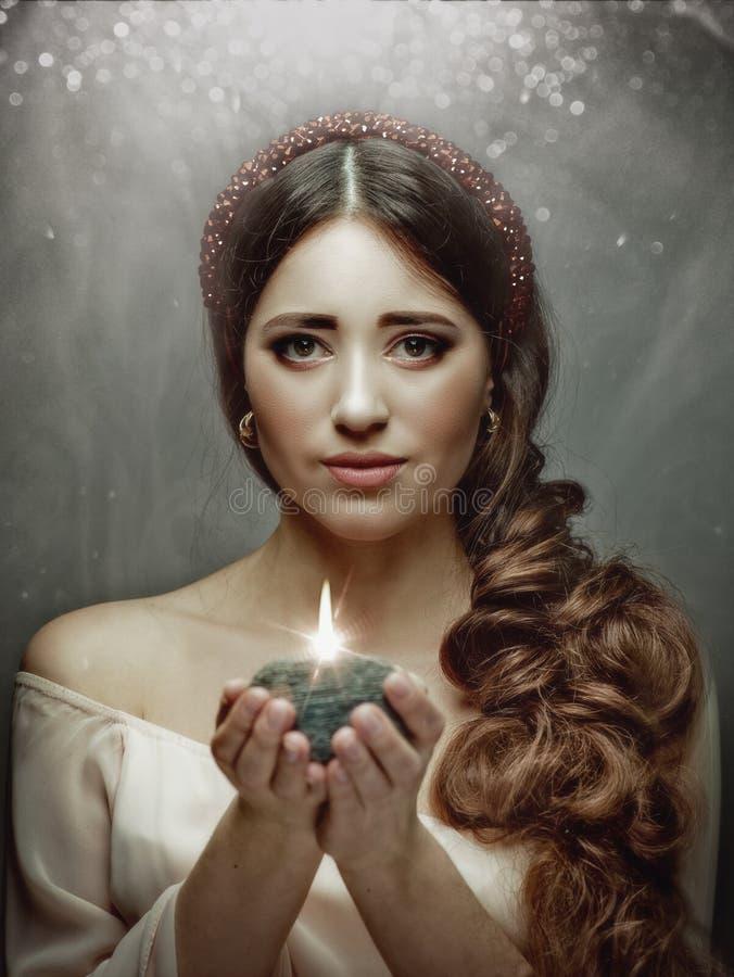 Retrato fêmea espiritual, mulher do louro da beleza fotografia de stock royalty free