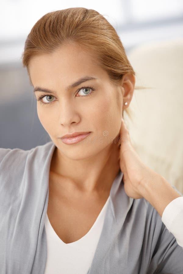 Retrato facial do close up da mulher atrativa imagem de stock