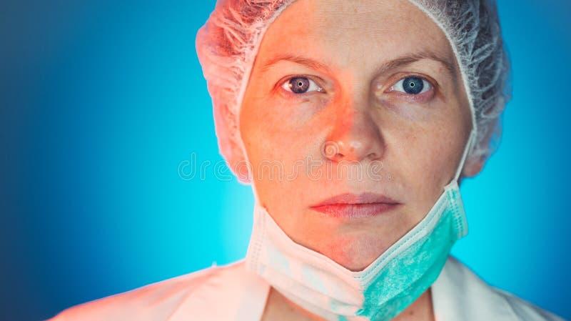 Retrato femenino de la cara del cirujano foto de archivo libre de regalías
