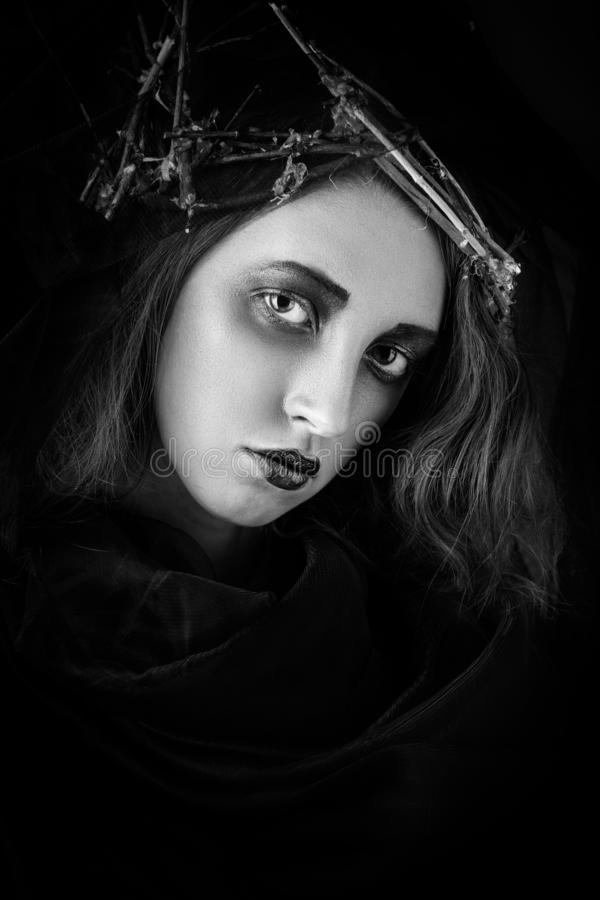 Retrato femenino dramático imagen de archivo