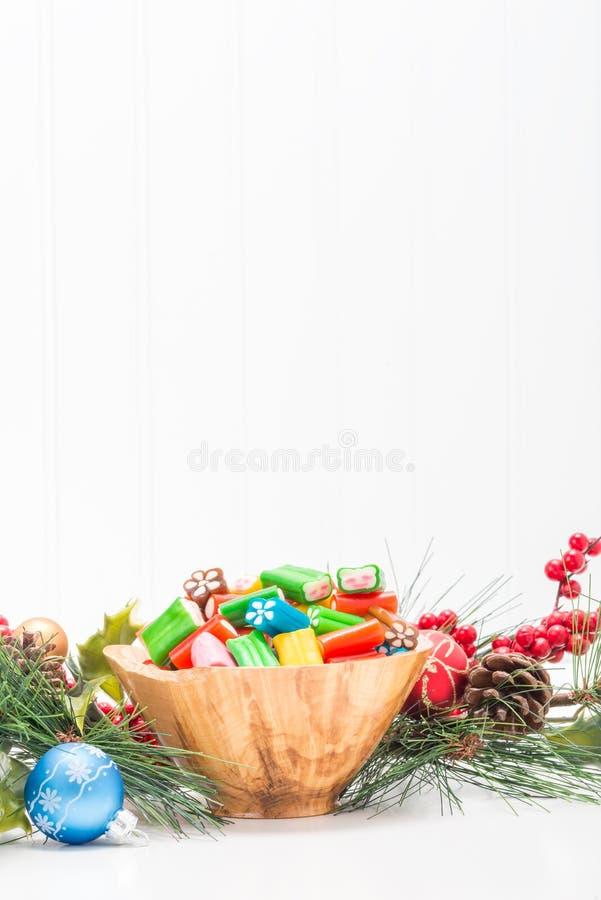 Retrato festivo colorido da bacia dos doces foto de stock royalty free