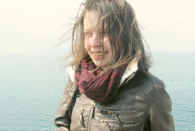 Retrato fresco da jovem mulher bonita foto de stock royalty free