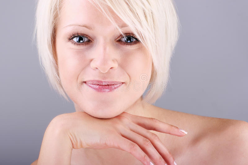 Retrato fresco de uma mulher de sorriso natural imagens de stock