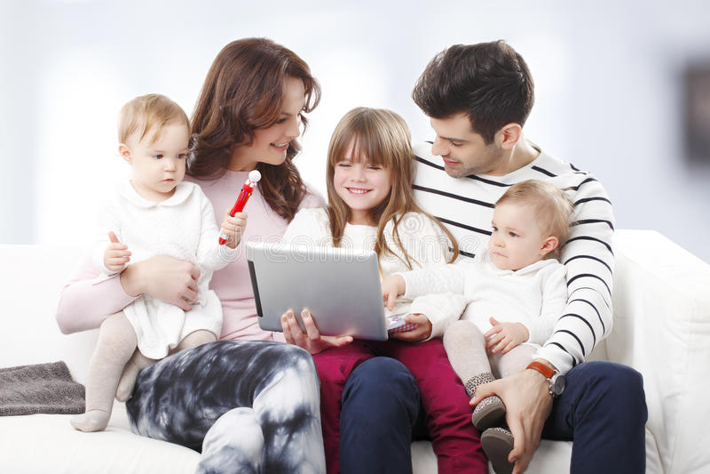 Retrato grande feliz da família fotos de stock