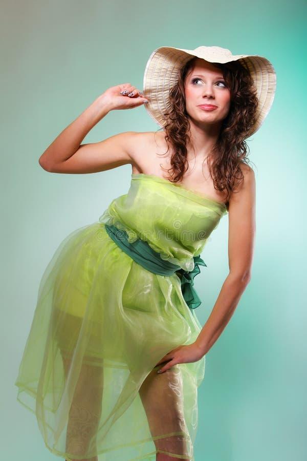 Retrato hermoso de la mujer de la primavera. Concepto verde foto de archivo libre de regalías