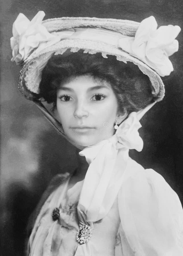 Retrato hermoso de la mujer de j?venes del vintage, fotograf?a imagenes de archivo