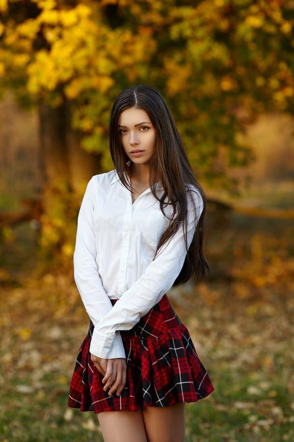 Retrato hermoso de la mujer joven foto de archivo