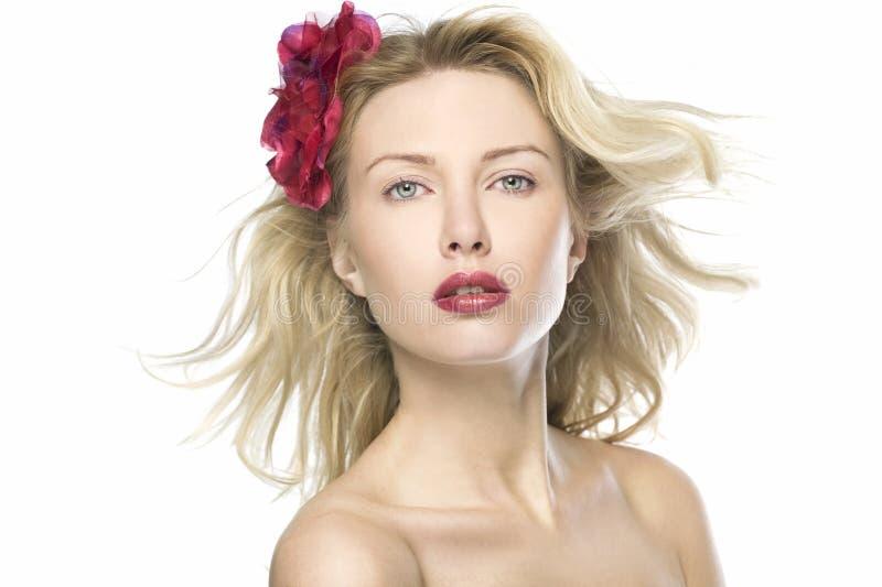 Retrato hermoso de las mujeres de la manera con los labios rojos foto de archivo libre de regalías