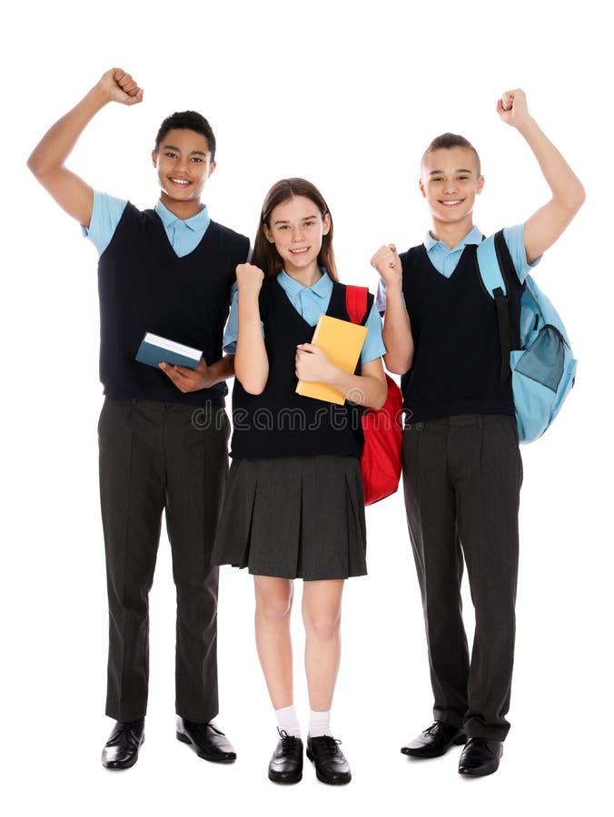 Retrato integral de adolescentes en uniforme escolar en blanco fotografía de archivo