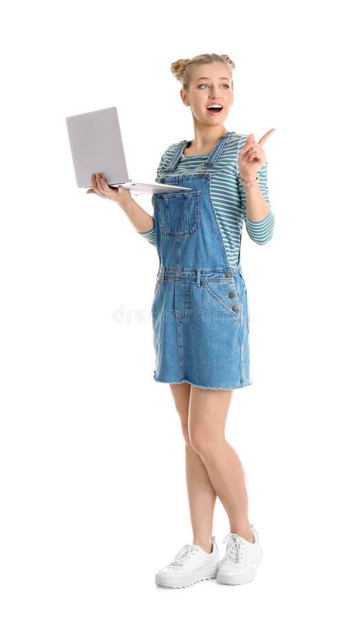 Retrato integral de la mujer joven emocional con el ordenador portátil foto de archivo libre de regalías