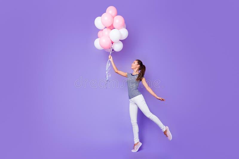 Retrato integral de la opinión de tamaño de cuerpo de ella ella baile alegre alegre encantador precioso atractivo atractivo de la fotografía de archivo