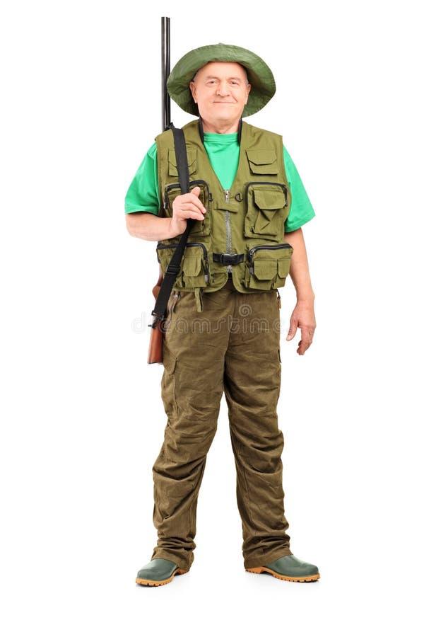 Retrato integral de un cazador masculino con la presentación de la escopeta fotografía de archivo libre de regalías