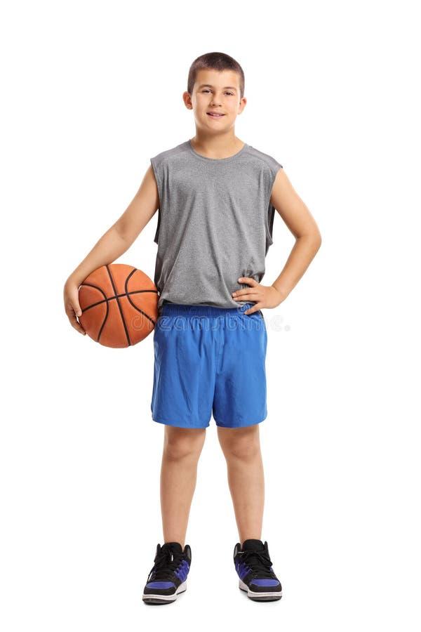 Retrato integral de un muchacho con un baloncesto fotografía de archivo libre de regalías