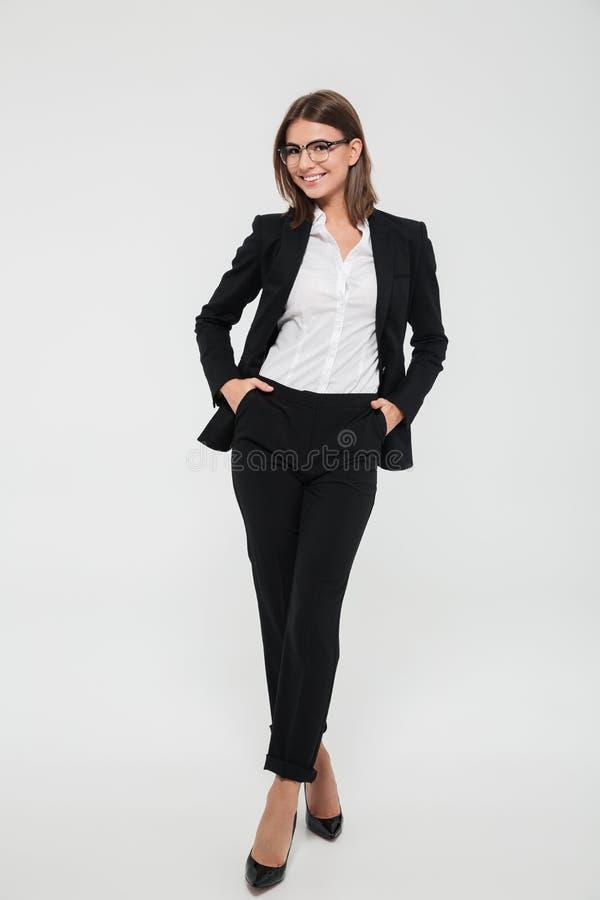 Retrato integral de una empresaria acertada joven foto de archivo
