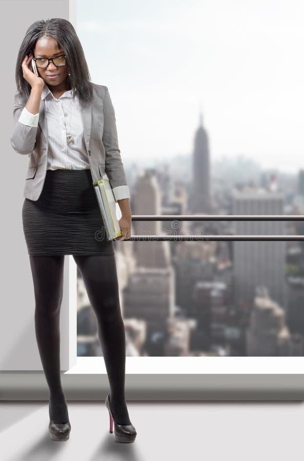 Retrato integral de una mujer de negocios afroamericana foto de archivo libre de regalías