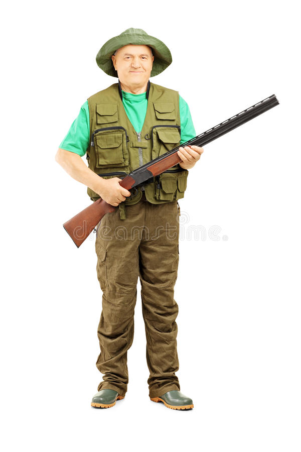 Retrato integral del cazador masculino que sostiene un rifle imágenes de archivo libres de regalías