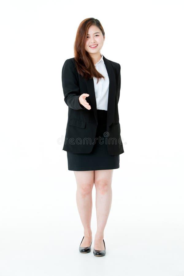 Retrato joven asiático de la empresaria elegante en el traje que sonríe con fotos de archivo