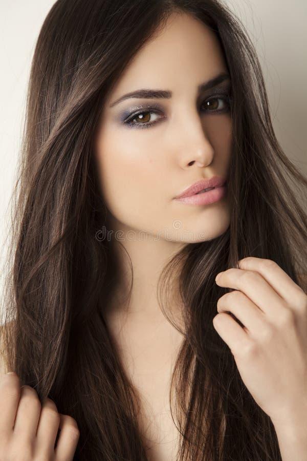 Retrato joven de la belleza fotos de archivo
