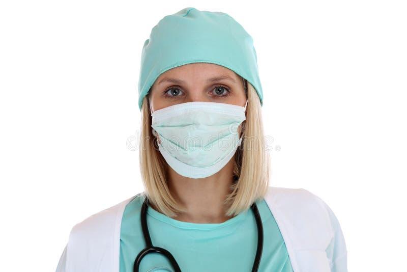 Retrato joven de la mujer del doctor con el isolat del trabajo del empleo de la mascarilla fotos de archivo