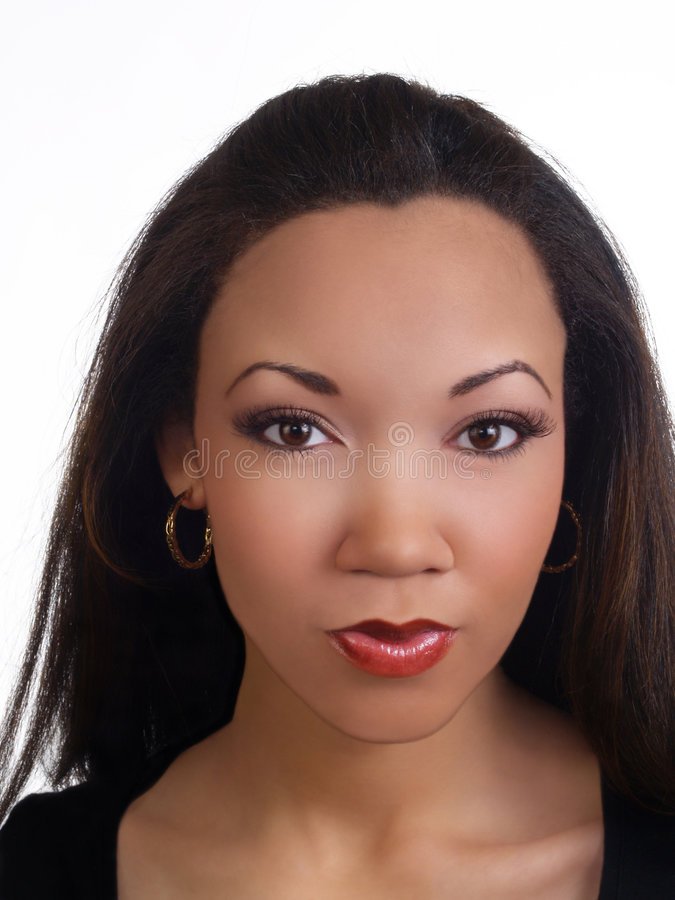 Retrato joven de la mujer negra con los ojos bonitos fotos de archivo