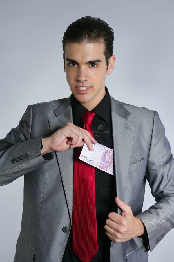 Retrato joven del hombre de negocios con la nota del euro 500 fotos de archivo