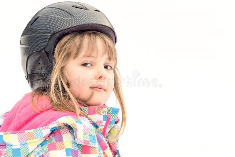 Retrato joven del invierno de la muchacha del esquiador imágenes de archivo libres de regalías