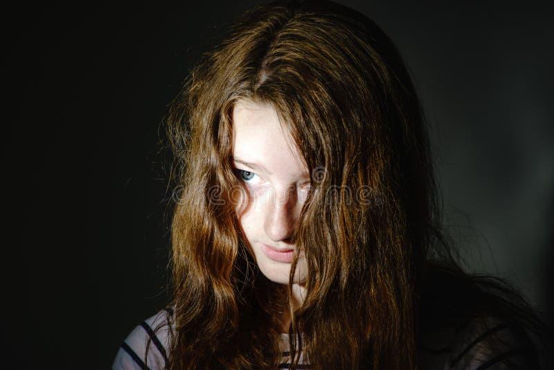 Retrato joven del primer del adolescente con diversas emociones fotos de archivo