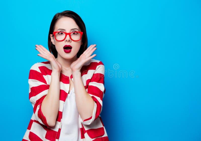 Retrato jovens bonitos da mulher surpreendida foto de stock royalty free