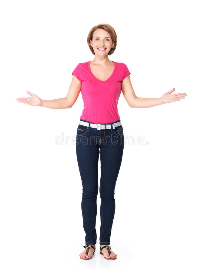 Retrato lleno de la mujer feliz adulta con gesto de la presentación imágenes de archivo libres de regalías