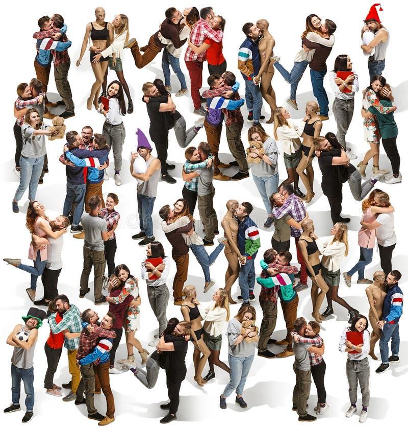 Retrato lleno del cuerpo de abrazar a gente imagenes de archivo