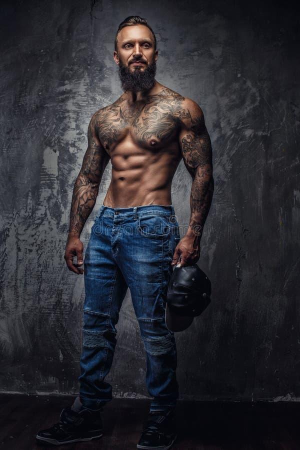 Retrato lleno del cuerpo del hombre muscular fotos de archivo