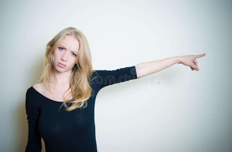 Download Retrato Louro Novo Irritado Forçado Da Mulher Imagem de Stock - Imagem de humano, mulher: 80102921